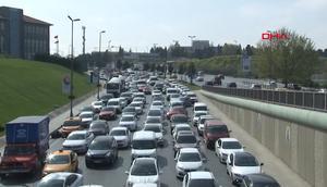İstanbulu kilitleyen fuarlar Atatürk Havalimanında trafik alt üst oldu