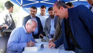 Mardinde imza gününde Orhan Miroğluna yoğun ilgi