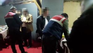 İstanbulda 3 villaya baskın... 215 kişiye ceza kesildi