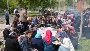 Belediye Başkanı Aydın, kadınların gün davetini geri çevirmedi