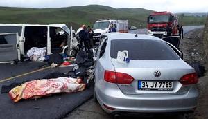 Erzurumda kaza: 5 ölü, 10 yaralı (1)
