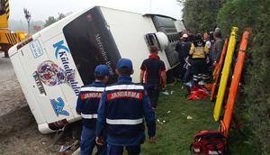 Yolcu otobüsü devrildi: 2 ölü, 16 yaralı