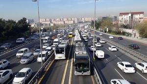 İstanbul kilitlendi Metrobüse hücum