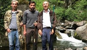 Fenerbahçeli Şener, Artvin'de balık avlıyor