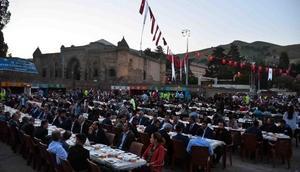 Bağcılar Belediyesi Mardin ve Bitlis'te gönül sofraları kurdu