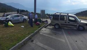Çorumda kamyonetle otomobil çarpıştı: 9 yaralı