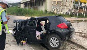 Otomobil su kanalına devrildi: 3 ölü