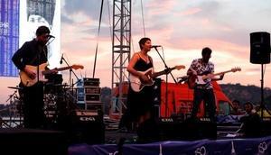 İzmir'de günbatımında konser keyfi