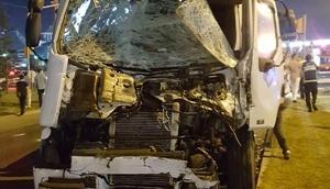 Kütahyada TIRın çarptığı yolcu otobüsü devrildi: 1 ölü 13 yaralı
