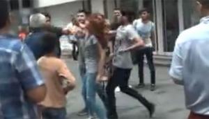 İstanbulun en kalabalık caddesinde turistler tekme tokat birbirine girdi