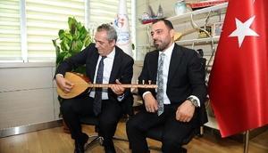 Hamza Yerlikaya ve Yavuz Bingöl, Cumhurbaşkanı Erdoğan ve Mehmetçikler için Bil Oğlum türküsünü söyledi