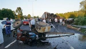 TIR traktöre çarptı: 2 ölü 2 ağır yaralı