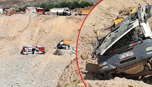 İzmirde feci kaza Kamyon bu hale geldi sürücüsü...