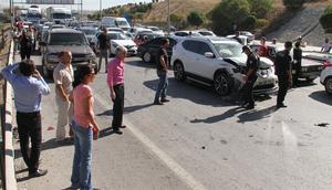Otoyolda zincirleme trafik kazası: 17 araç birbirine girdi