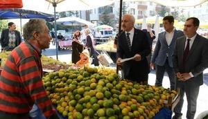 Çorum Belediye Başkanı Gül, pazarda denetim yaptı