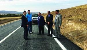 Kırşehirde köy yolları sıcak asfaltla kaplanıyor