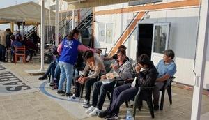 Çanakkalede lastik botta 40 kaçak göçmen yakalandı