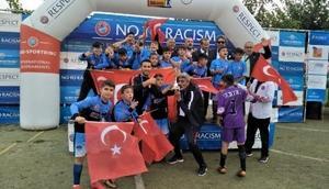 Şırnak U13 futbol takımı, Barselonada şampiyon oldu
