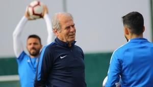 Mustafa Denizli: Akhisarspor maçının önemini biliyoruz