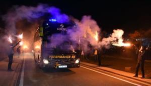 Fenerbahçeye Sivasta meşaleli karşılama