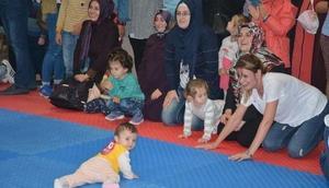 Bilecikte bebek emekleme yarışması