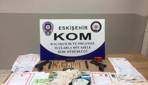 Eskişehirde tefecilik yaptıkları iddiasıyla 3 kişi yakalandı