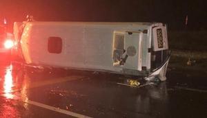 Takımı taşıyan minibüs devrildi: 15 yaralı