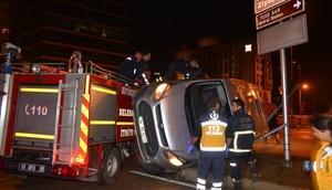 Adana'da kaza: Araçta sıkışan 2 kişiyi itfaiye kurtardı