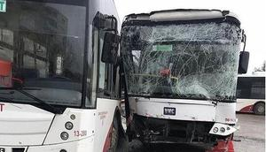 Belediye otobüsleri çarpıştı: 18 yaralı