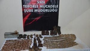 Vanda PKKnın silah ve mühimmatı ele geçirildi