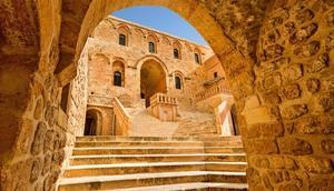 Mardinin asırlara meydan okuyan Deyrulzafaran Manastırı