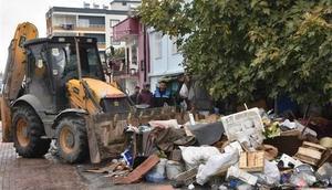 Mersinde evden 22 kamyon çöp çıktı
