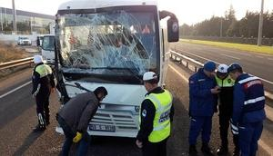 İşçi taşıyan midibüsler çarpıştı: 25 yaralı