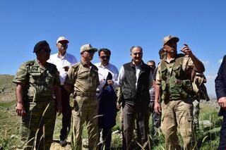 Vali ve Jandarma Komutanı'ndan 2 şehit verilen Kazıktepe'de inceleme