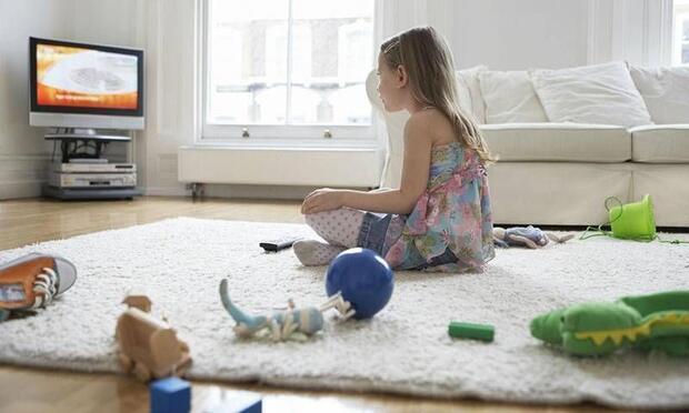 Çocuğunuzun televizyonu nasıl izlediğine dikkat edin!