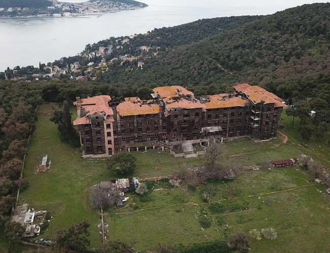 Büyükada Greek Orthodox Orphanage one of Europe's 'seven most threatened  heritage sites' - Turkey News