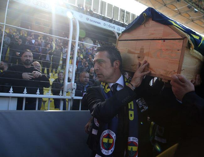 Fenerbahçe bids farewell to fan who lost life at derby ...
