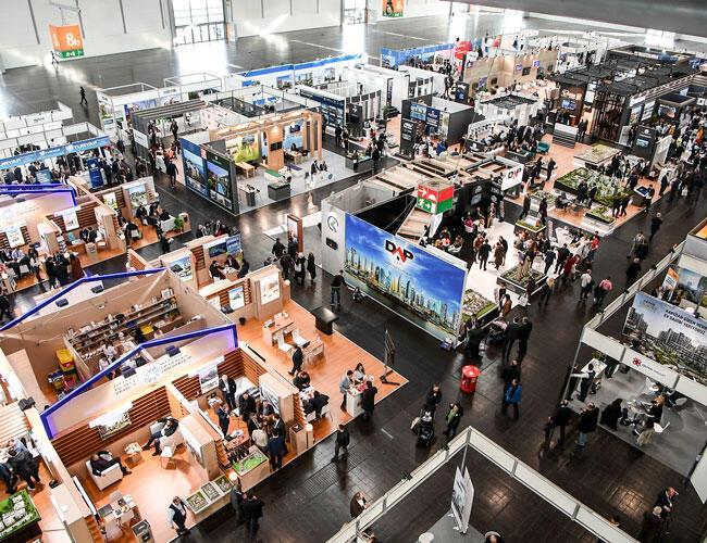 Thousands flock to real estate fair in Düsseldorf