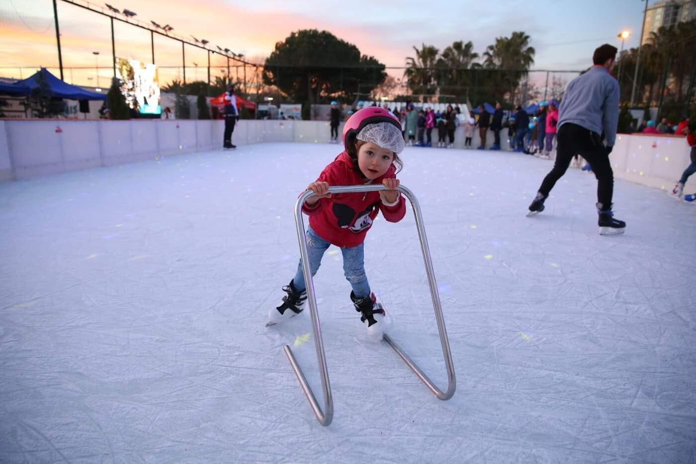 Istanbul Ice Rink Offers Free Skating Training Turkey News