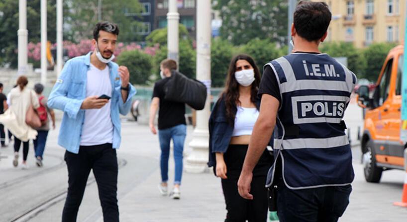 Orang-orang di Istanbul akan didenda 900 Lira Turki karena tidak memakai topeng