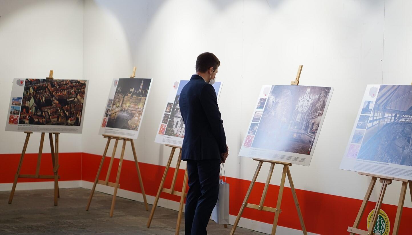 Uniwersytet w Stambule jest gospodarzem wystawy, którą trzeba zobaczyć w Polsce