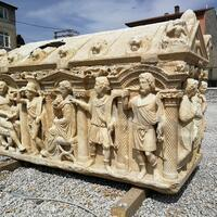 Historians examining ancient sarcophagus find depictions of Trojan War