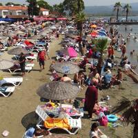 Thousands flock to Turkey's beaches despite virus concerns