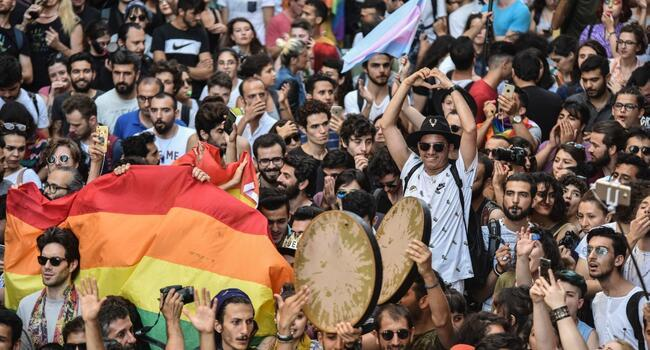 Gay groups march in Istanbul pride despite ban