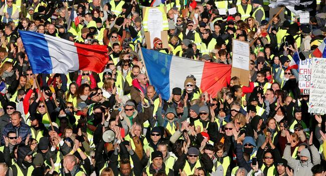 Thousands of yellow vests hit French streets in fifth Saturday of protests