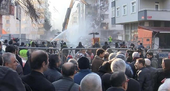 Demolition next to collapsed Istanbul building begins