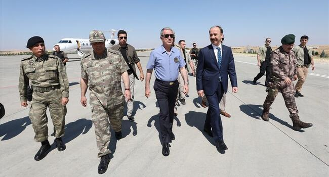 Turkish defense minister on border for Syria safe zone