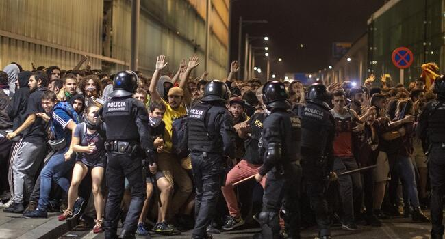 37 protesters injured in clashes with police in Spain
