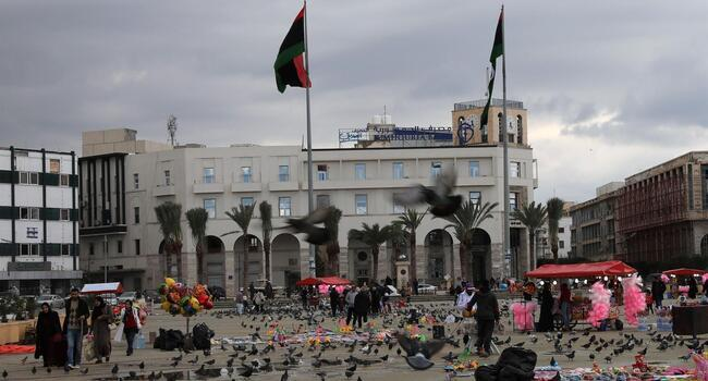Libyas Haftar launches attack, tests peace summit