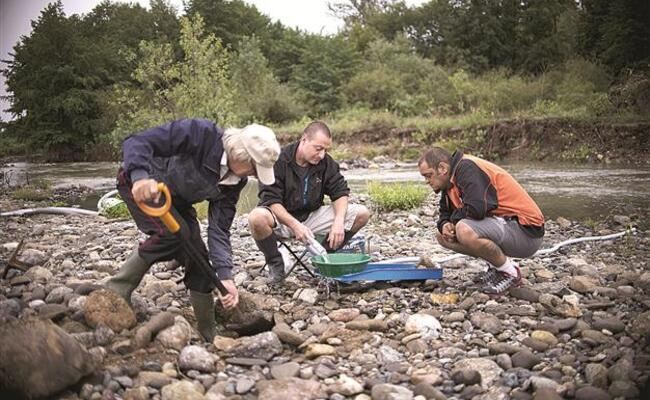 Lure of gold draws hundreds to Bulgaria's rivers